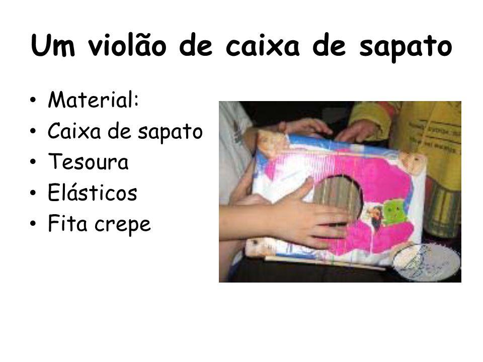 Um violão de caixa de sapato Material: Caixa de sapato Tesoura Elásticos Fita crepe