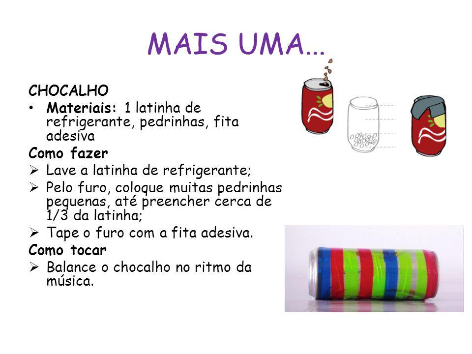 MAIS UMA... CHOCALHO Materiais: 1 latinha de refrigerante, pedrinhas, fita adesiva Como fazer  Lave a latinha de refrigerante;  Pelo furo, coloque m