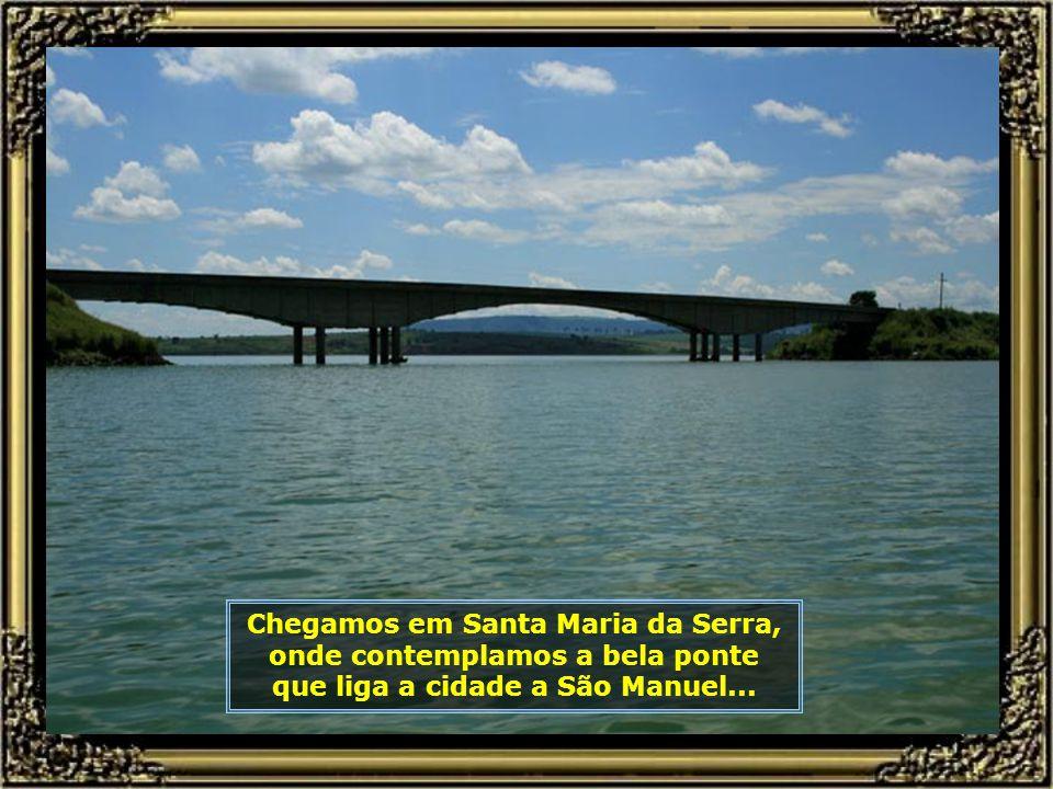 Ao longo do rio poderão ser vistos muitos portos de extração de areia destinada à construção civil, como este aqui no Bairro Tanquã, em São Pedro...