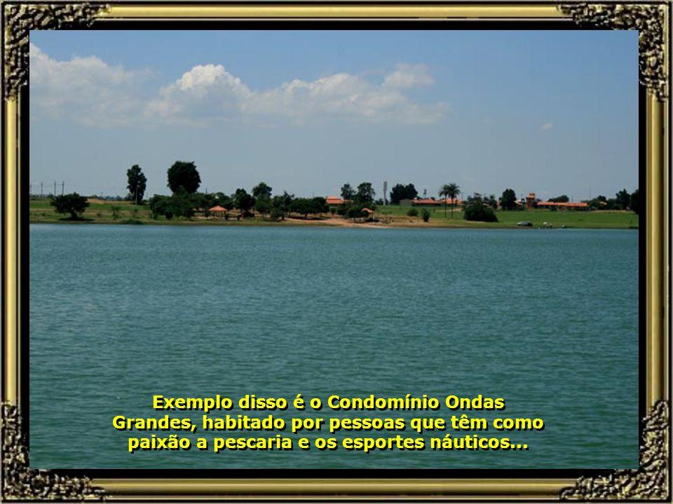 A barragem de Barra Bonita o torna volumoso e ainda mais bonito nesse trecho. Condomínios se formam em suas margens...
