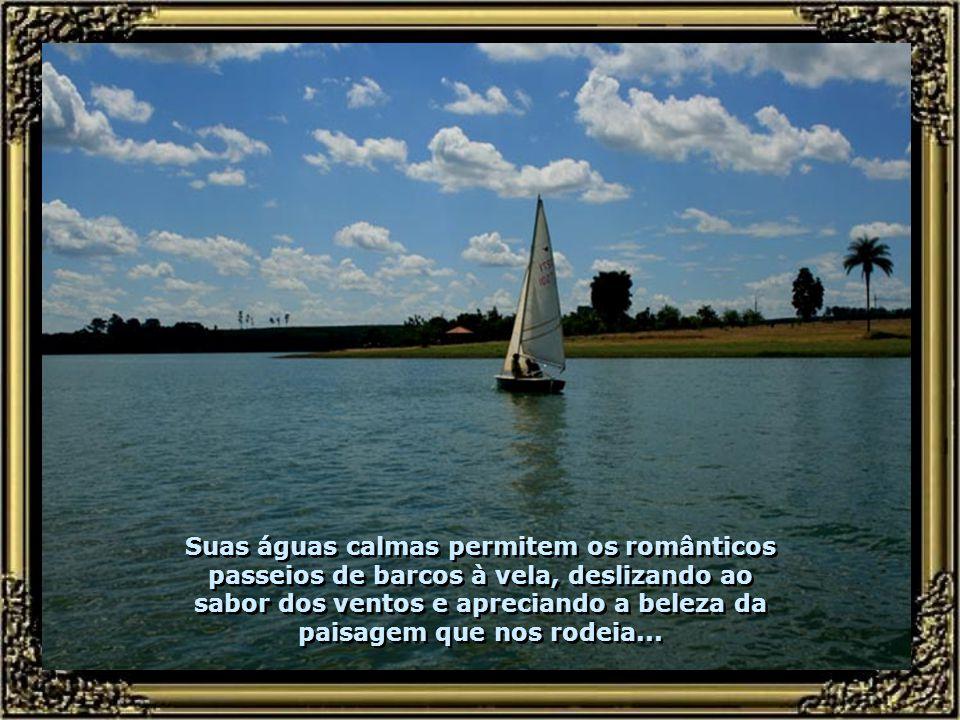 Outros condomínios, como o Três Rios, compõem as margens nesse trecho da barragem...