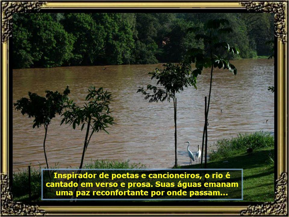 Inspirador de poetas e cancioneiros, o rio é cantado em verso e prosa.