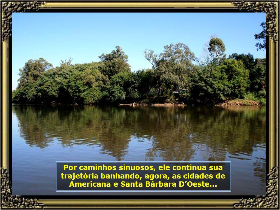 Aí está ele, o Rio Tietê, que com toda sua exuberância, junta-se ao Rio Piracicaba, seu maior afluente em volume de água...
