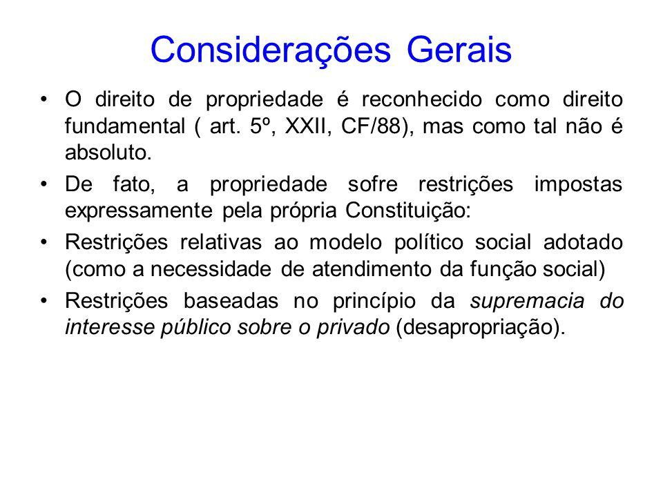 A fase declaratória é de competência exclusiva do ente político; já a executiva, pode ser delegada a pessoas públicas ou privadas, mediante lei ou contrato.