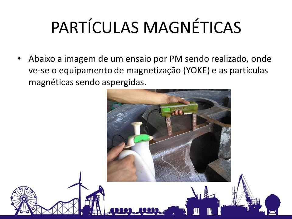 PARTÍCULAS MAGNÉTICAS Abaixo a imagem de um ensaio por PM sendo realizado, onde ve-se o equipamento de magnetização (YOKE) e as partículas magnéticas