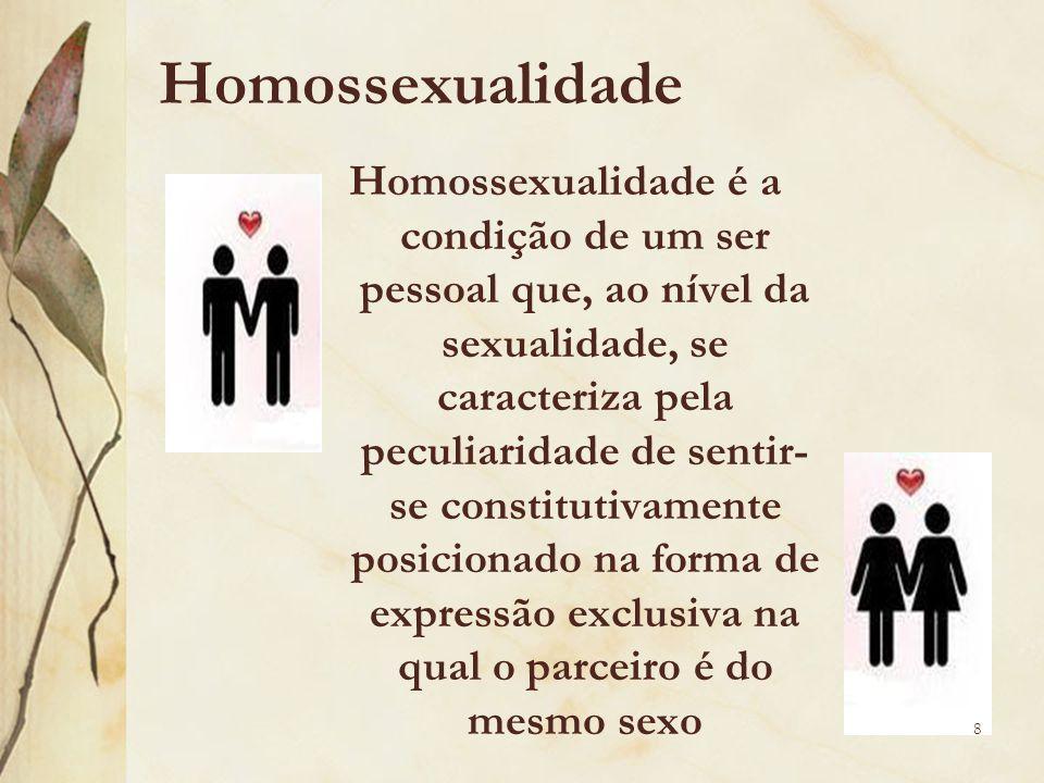 Homossexualidade Homossexualidade é a condição de um ser pessoal que, ao nível da sexualidade, se caracteriza pela peculiaridade de sentir- se constit