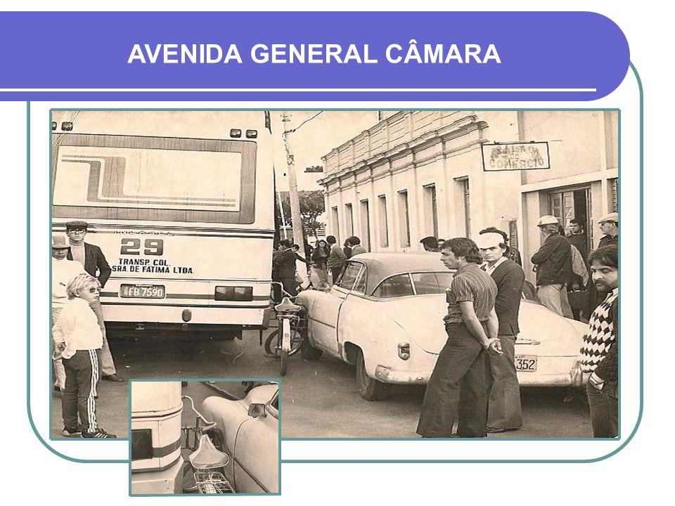 SINALEIRAS A primeira sinaleira da cidade foi instalada na década de 1950 e segundo informações, ficava na esquina da Av. General Osório com a Rua Pin