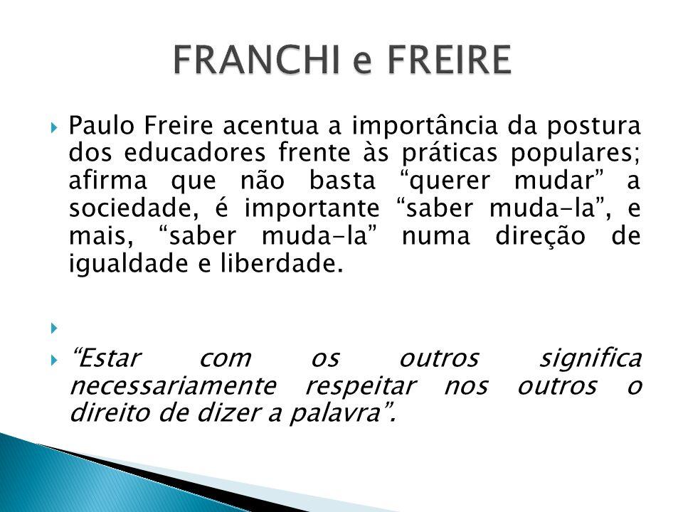""" Paulo Freire acentua a importância da postura dos educadores frente às práticas populares; afirma que não basta """"querer mudar"""" a sociedade, é import"""