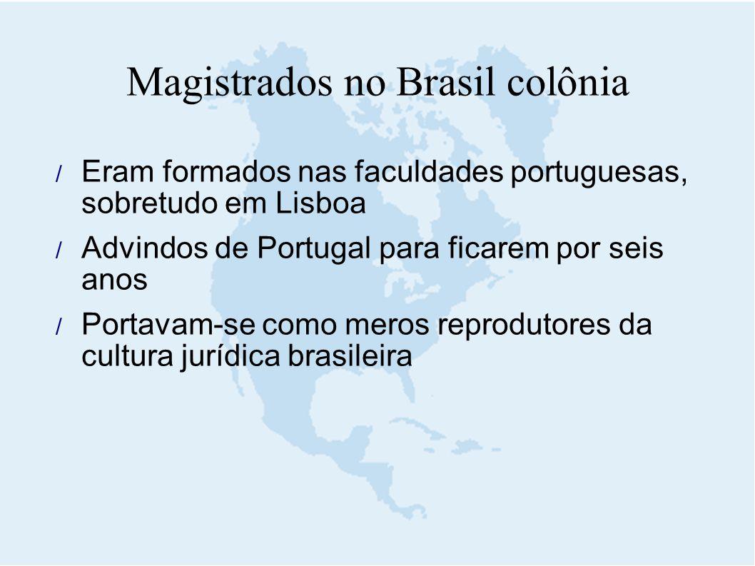  Eram formados nas faculdades portuguesas, sobretudo em Lisboa  Advindos de Portugal para ficarem por seis anos  Portavam-se como meros reprodutore