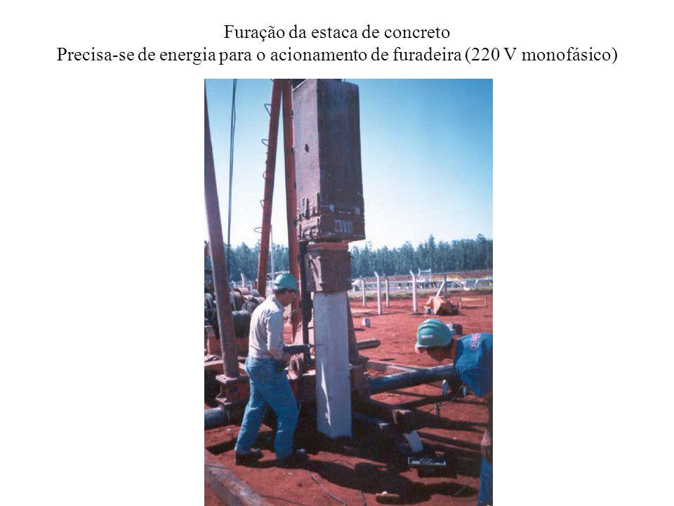 Furação da estaca de concreto Precisa-se de energia para o acionamento de furadeira (220 V monofásico)