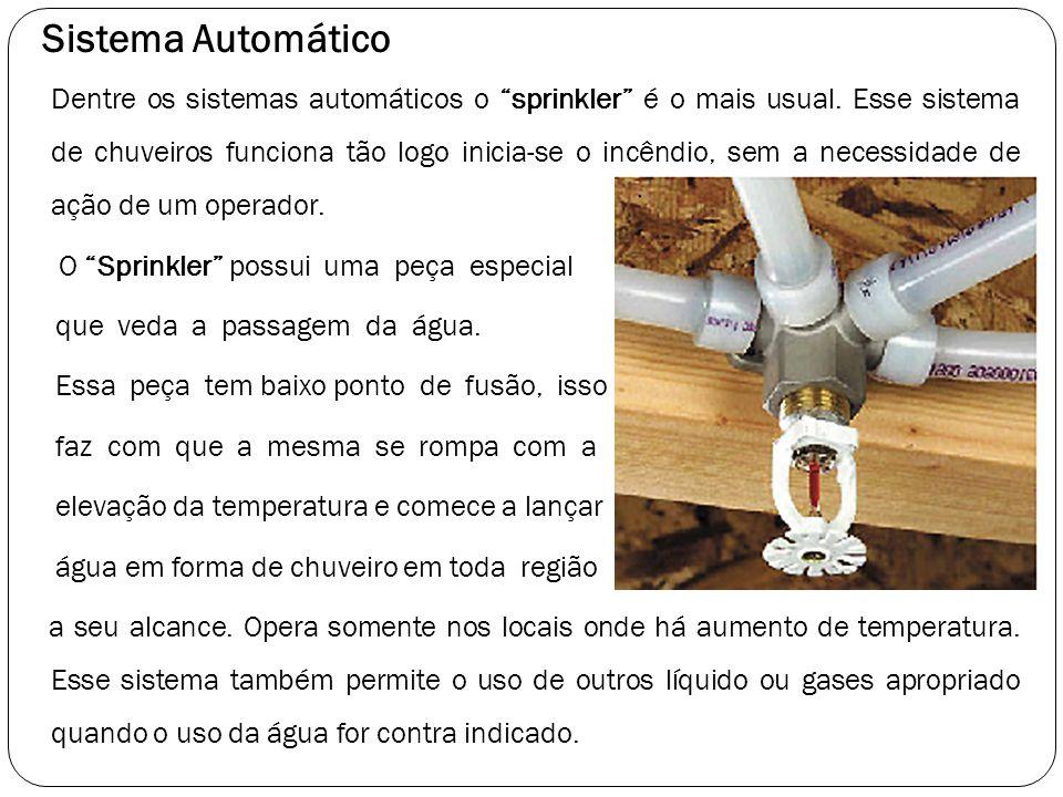 """Sistema Automático Dentre os sistemas automáticos o """"sprinkler"""" é o mais usual. Esse sistema de chuveiros funciona tão logo inicia-se o incêndio, sem"""