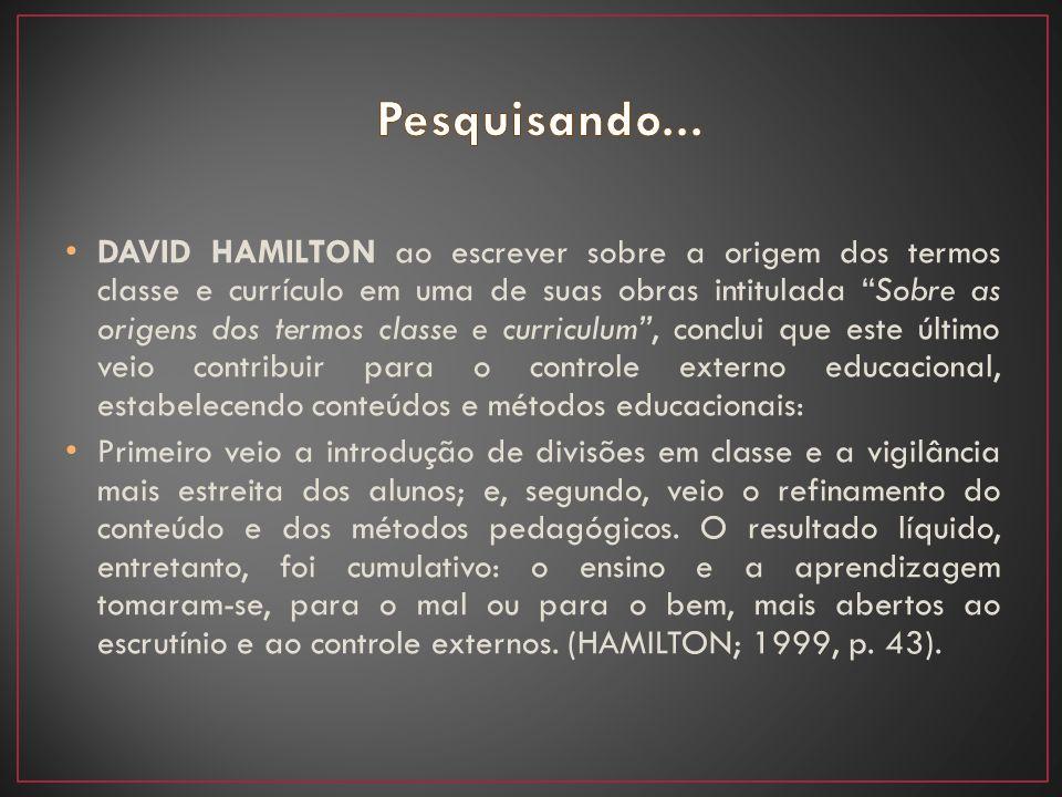 """DAVID HAMILTON ao escrever sobre a origem dos termos classe e currículo em uma de suas obras intitulada """"Sobre as origens dos termos classe e curricul"""