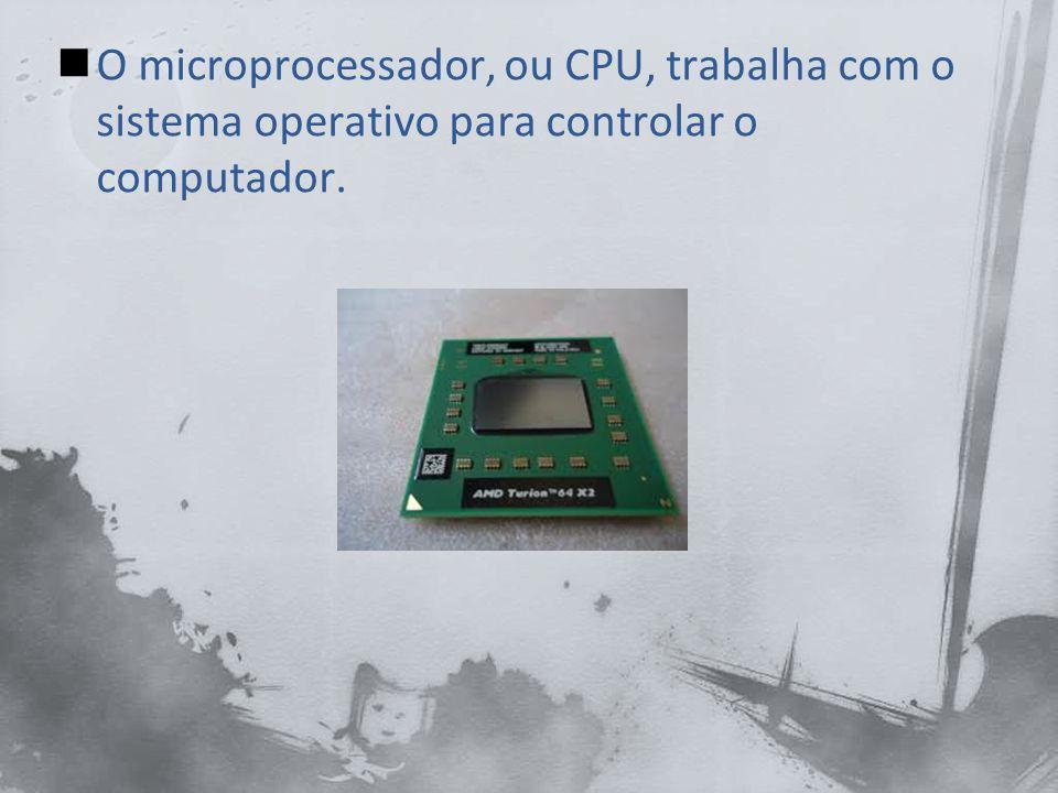 A CPU produz uma grande quantidade de calor, quando um computador fixo usa o ar circulante, um ventilador e um dissipador de calor.