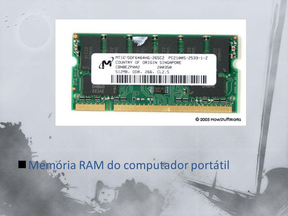 Um portátil tem uma unidade de disco rígido interno, que armazena o sistema operativo, aplicativos e dados.