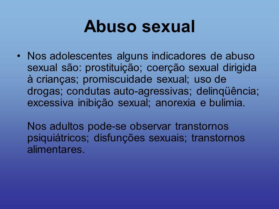 Abuso sexual Nos adolescentes alguns indicadores de abuso sexual são: prostituição; coerção sexual dirigida à crianças; promiscuidade sexual; uso de d