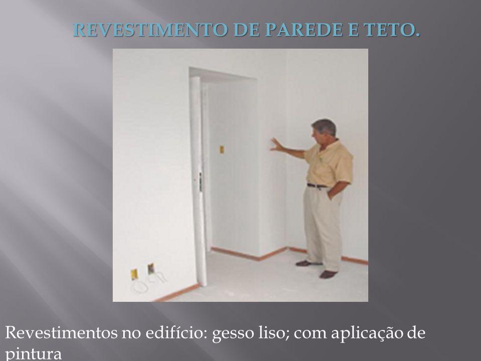 REVESTIMENTO DE PAREDE E TETO. Revestimentos no edifício: gesso liso; com aplicação de pintura