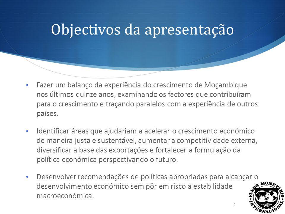 Estrutura da apresentação Parte 1: A Experiência do Crescimento de Moçambique em Perspectiva (Crispolti, V.) o Factores que contribuem para o crescimento económico o Comparações internacionais Parte 2: Evidências Empíricas sobre os Determinantes do Crescimento Económico (Vitek, F.) o Medição da abundância de capital o Vínculo entre investimento e crescimento o Recomendações em matéria de políticas 3