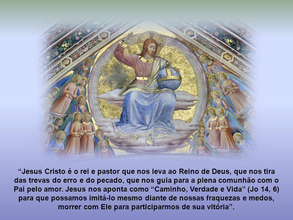 """""""A atitude do cristão não pode ser de mera passividade em relação ao reinado de Cristo no mundo. É necessário que Cristo reine em primeiro lugar na no"""