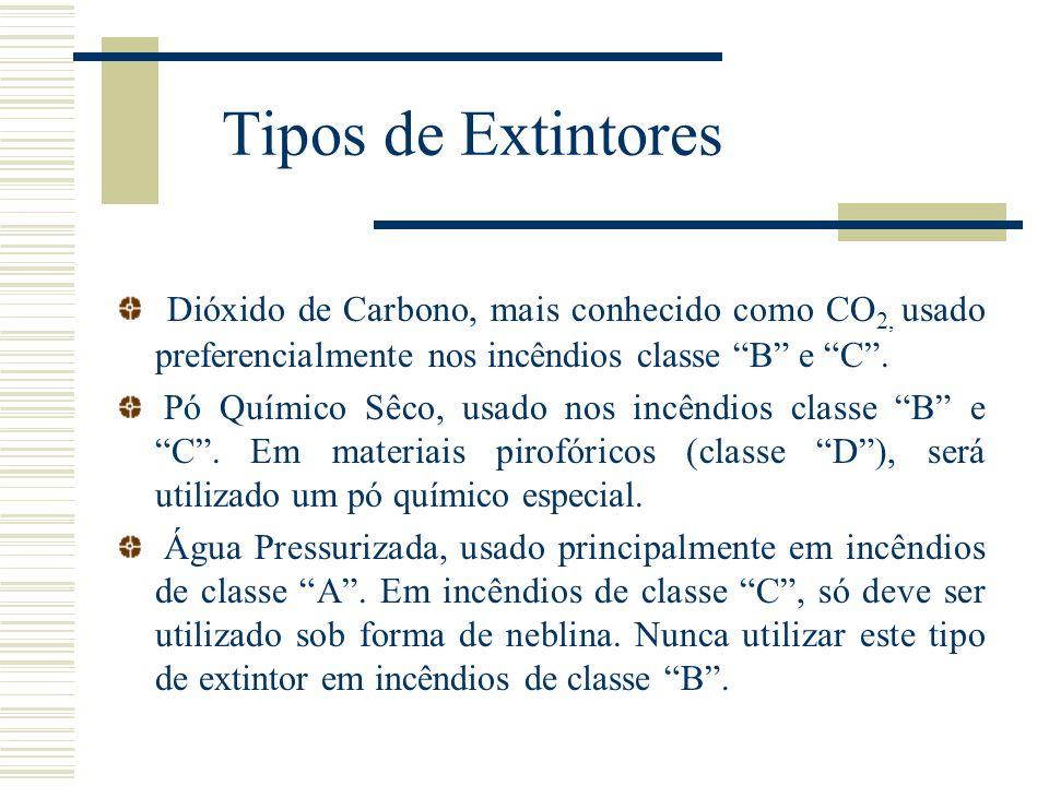 """Tipos de Extintores Dióxido de Carbono, mais conhecido como CO 2, usado preferencialmente nos incêndios classe """"B"""" e """"C"""". Pó Químico Sêco, usado nos i"""