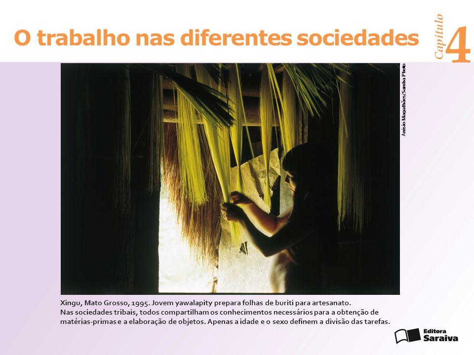 Capítulo 4 O trabalho nas diferentes sociedades Anísio Magalhães/Samba Photo Xingu, Mato Grosso, 1995.