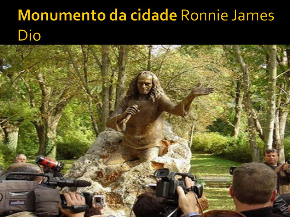  Ronnie adotou o sobrenome artístico Dio inspirado no mafioso italiano, Johnny Dio.