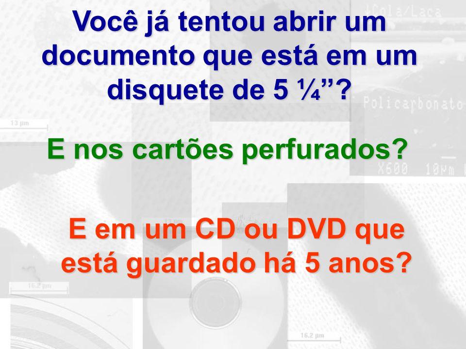 """Você já tentou abrir um documento que está em um disquete de 5 ¼""""? E nos cartões perfurados? E em um CD ou DVD que está guardado há 5 anos?"""