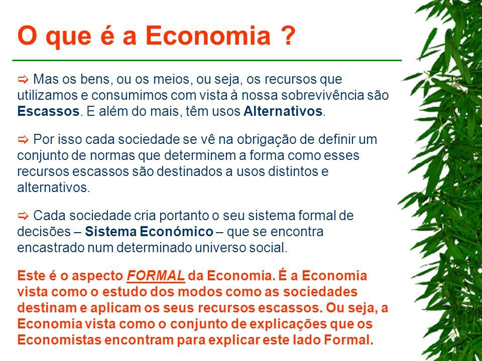 O que é a Economia ?  Mas os bens, ou os meios, ou seja, os recursos que utilizamos e consumimos com vista à nossa sobrevivência são Escassos. E além