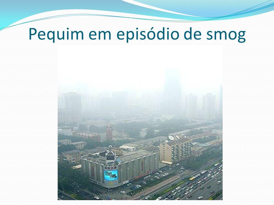 Pequim em episódio de smog