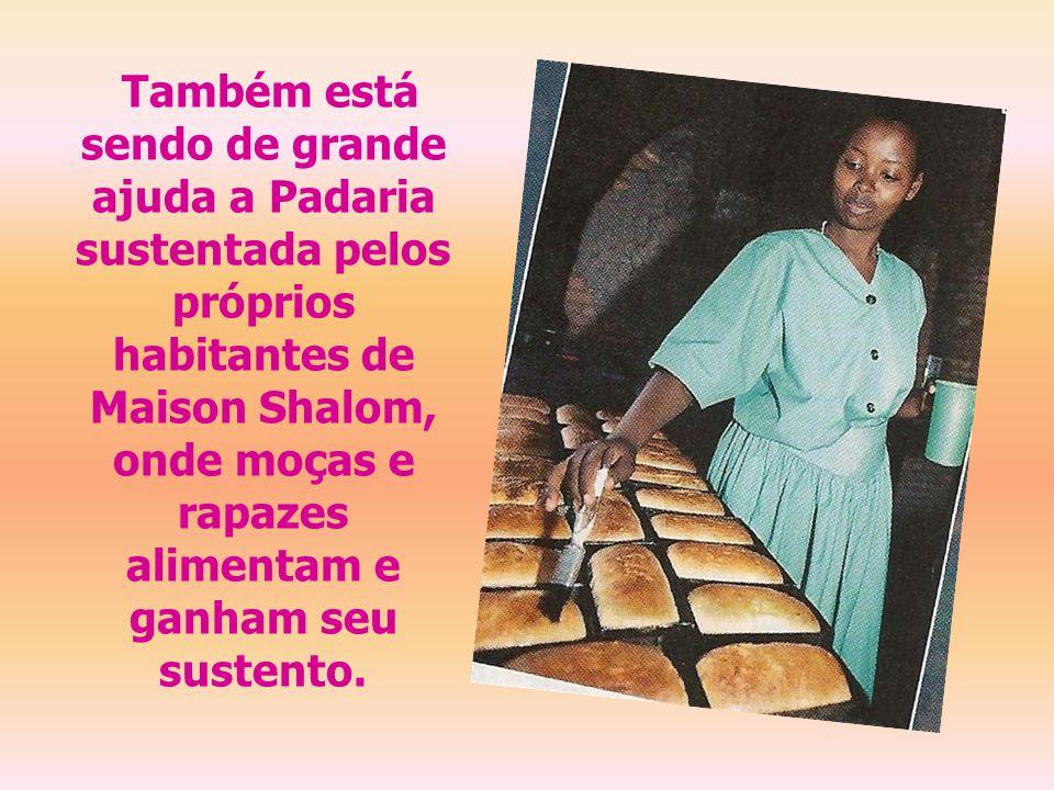 Também está sendo de grande ajuda a Padaria sustentada pelos próprios habitantes de Maison Shalom, onde moças e rapazes alimentam e ganham seu sustento.