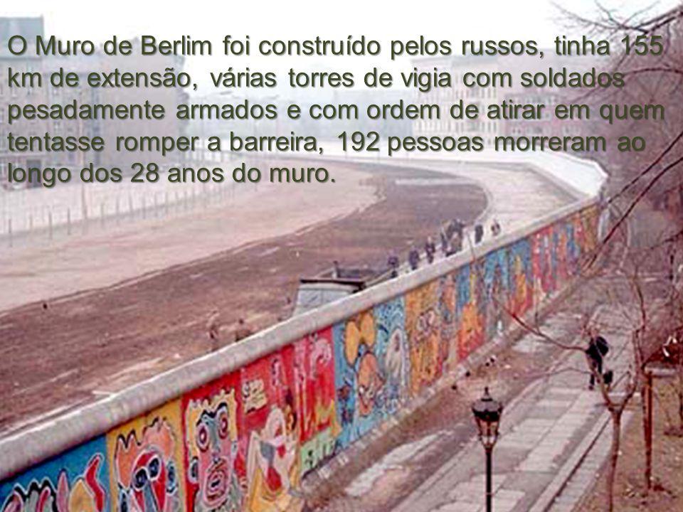 O Muro de Berlim foi construído pelos russos, tinha 155 km de extensão, várias torres de vigia com soldados pesadamente armados e com ordem de atirar