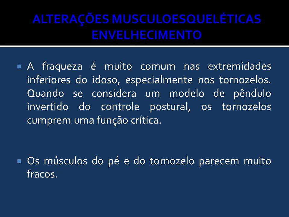  A fraqueza é muito comum nas extremidades inferiores do idoso, especialmente nos tornozelos. Quando se considera um modelo de pêndulo invertido do c