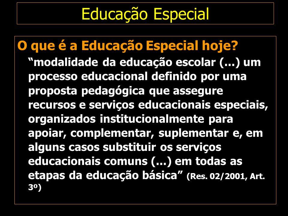 """Educação Especial O que é a Educação Especial hoje? """"modalidade da educação escolar (...) um processo educacional definido por uma proposta pedagógica"""