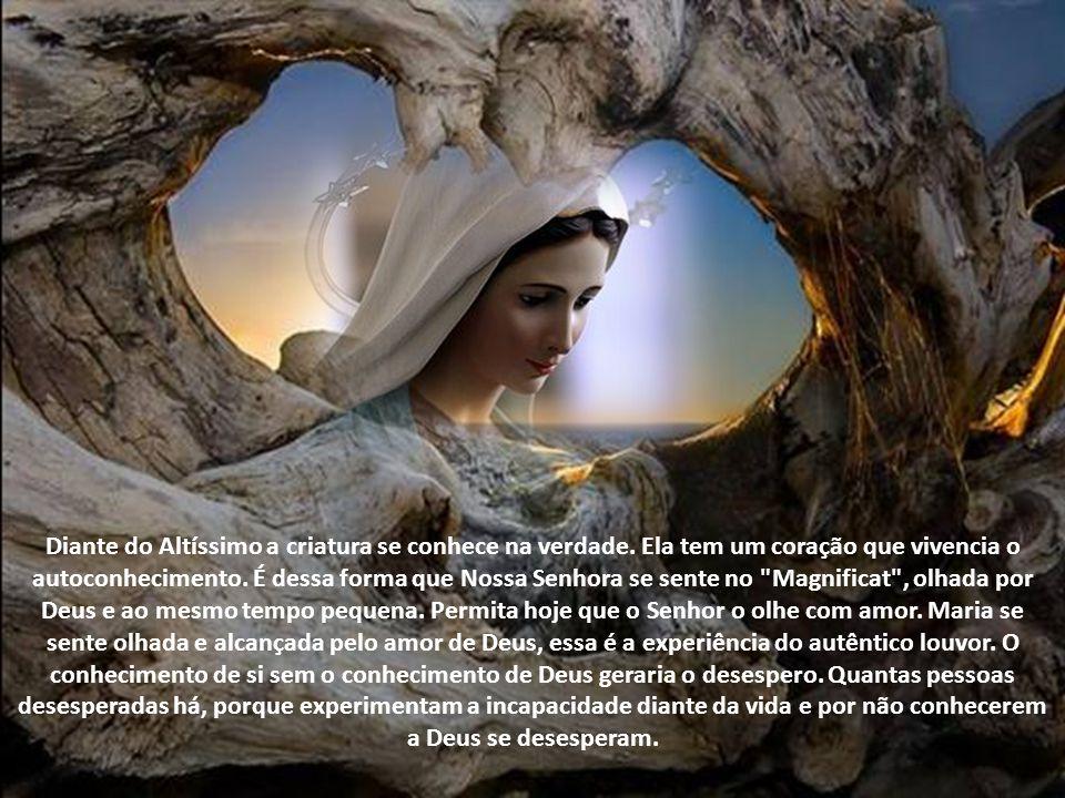 Para onde está voltado o olhar da Virgem Maria? Totalmente fixado em Deus. Aquela, que acreditou, está com o olhar totalmente voltado para o Todo-pode