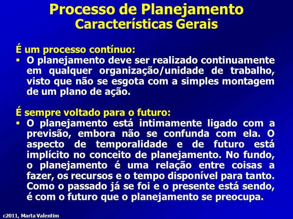 c2011, Marta Valentim Processo de Planejamento Características Gerais Visa a racionalidade da tomada de decisão:  O planejamento funciona como um meio de orientar o processo decisório, propiciando maior racionalidade e subtraindo a incerteza subjacente a qualquer tomada de decisão.