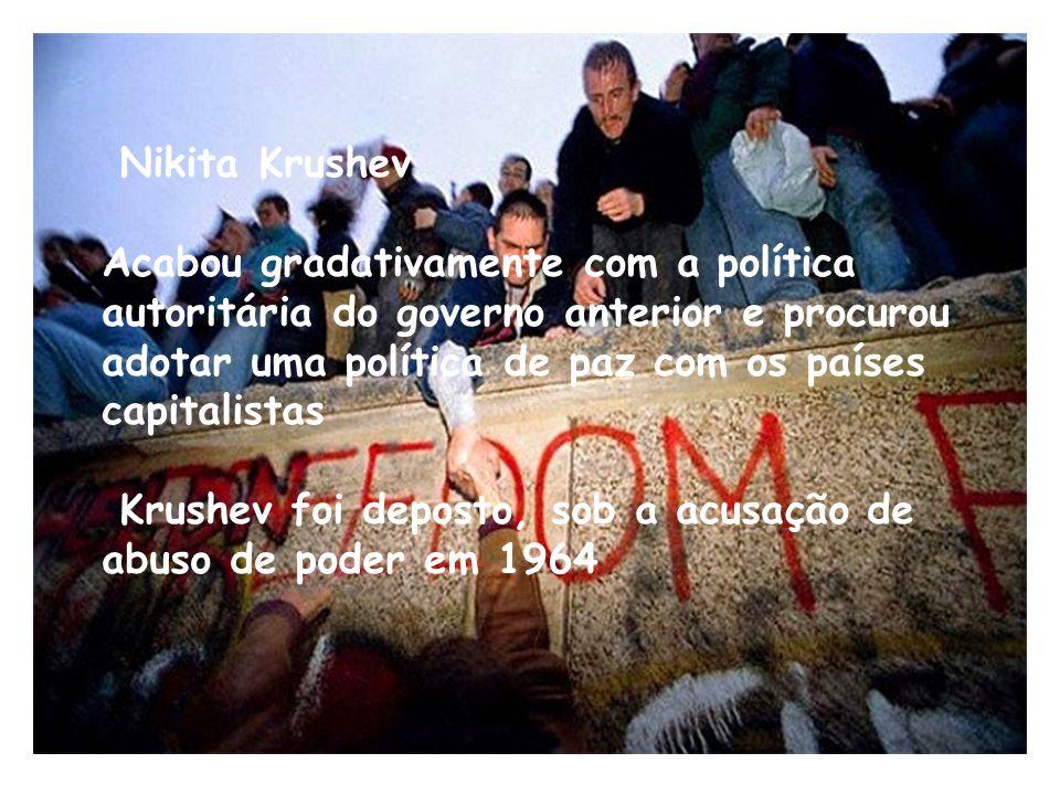 Nikita Krushev Acabou gradativamente com a política autoritária do governo anterior e procurou adotar uma política de paz com os países capitalistas K