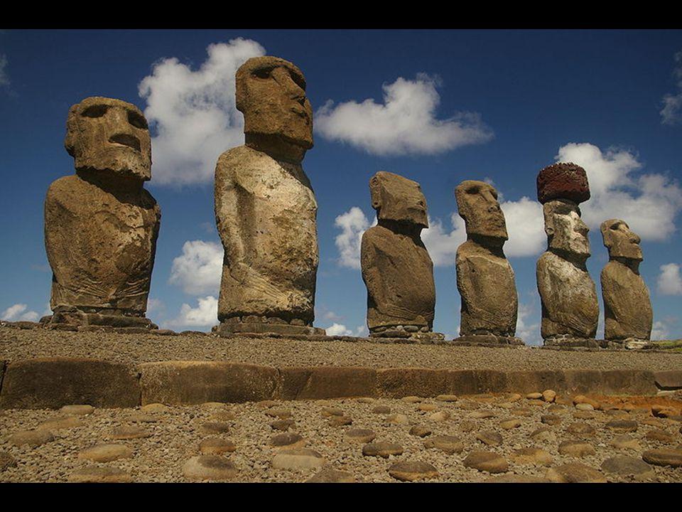 Para o ocidente, Rapa Nui foi descoberta pelo holandês Jakob Roggeveen no ano de 1722.