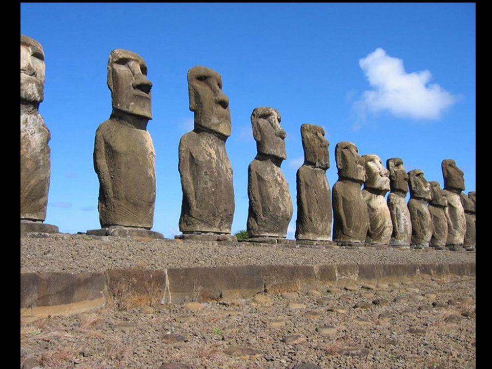Uma informação curiosa: existe um grupo de 7 moáis, que são os únicos que estão voltados («olhando») para o exterior da ilha.