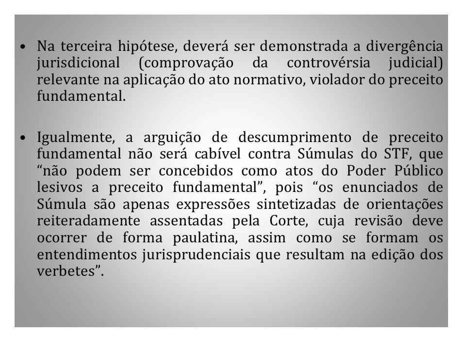 Na terceira hipótese, deverá ser demonstrada a divergência jurisdicional (comprovação da controvérsia judicial) relevante na aplicação do ato normativ