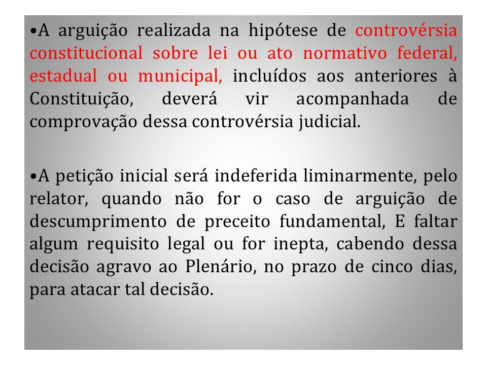 A arguição realizada na hipótese de controvérsia constitucional sobre lei ou ato normativo federal, estadual ou municipal, incluídos aos anteriores à