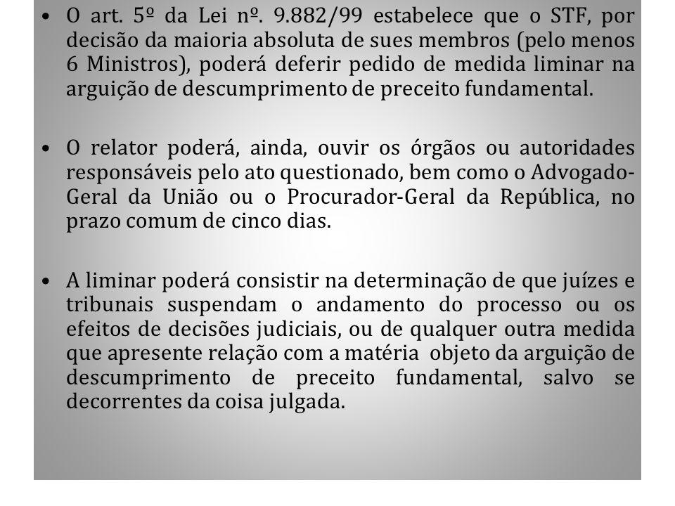 1.7 CONCESSÃO DE LIMINAR O art. 5º da Lei nº. 9.882/99 estabelece que o STF, por decisão da maioria absoluta de sues membros (pelo menos 6 Ministros),