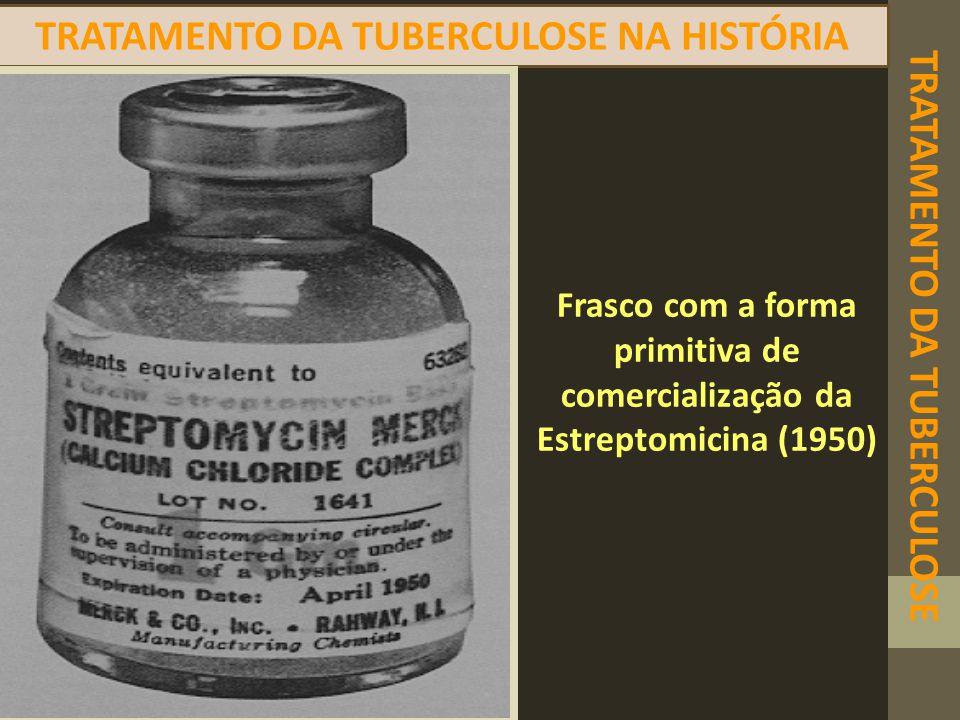 TRATAMENTO DA TUBERCULOSE TRATAMENTO DA TUBERCULOSE NA HISTÓRIA Frasco com a forma primitiva de comercialização da Estreptomicina (1950)