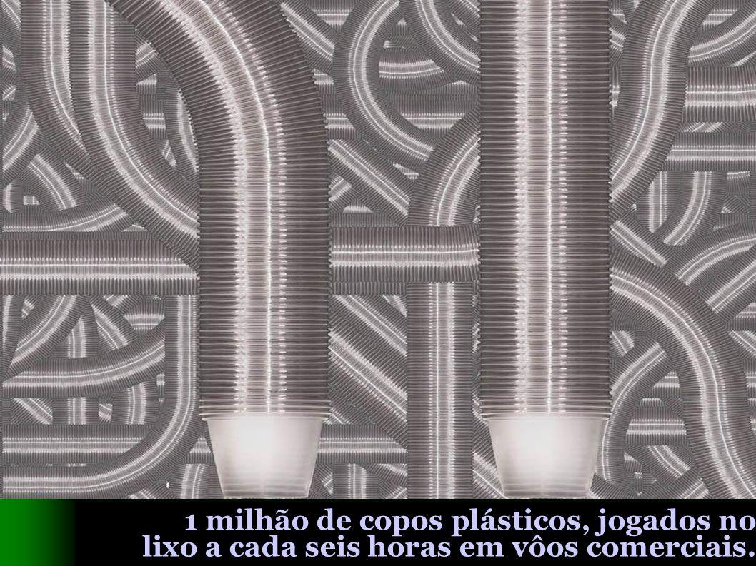 1 milhão de copos plásticos, jogados no lixo a cada seis horas em vôos comerciais.