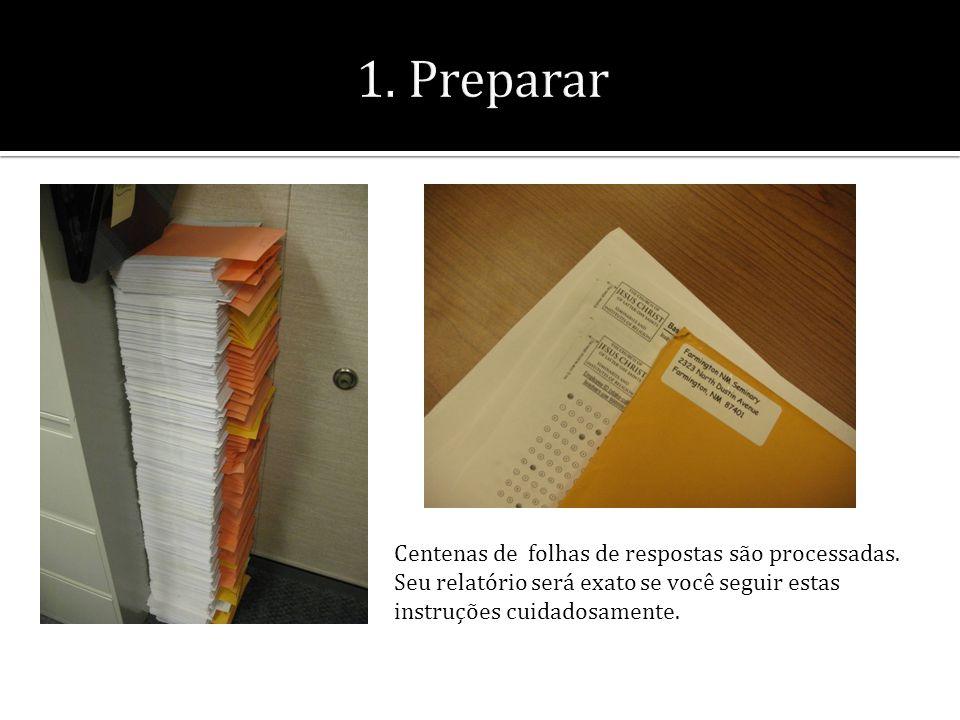 Centenas de folhas de respostas são processadas.