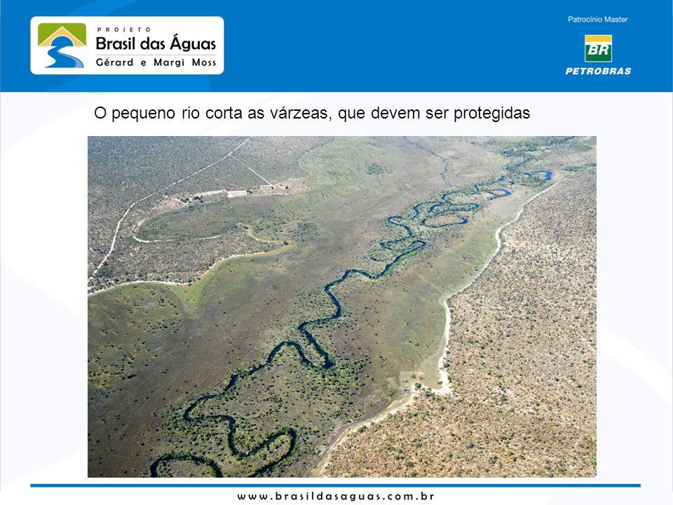O pequeno rio corta as várzeas, que devem ser protegidas