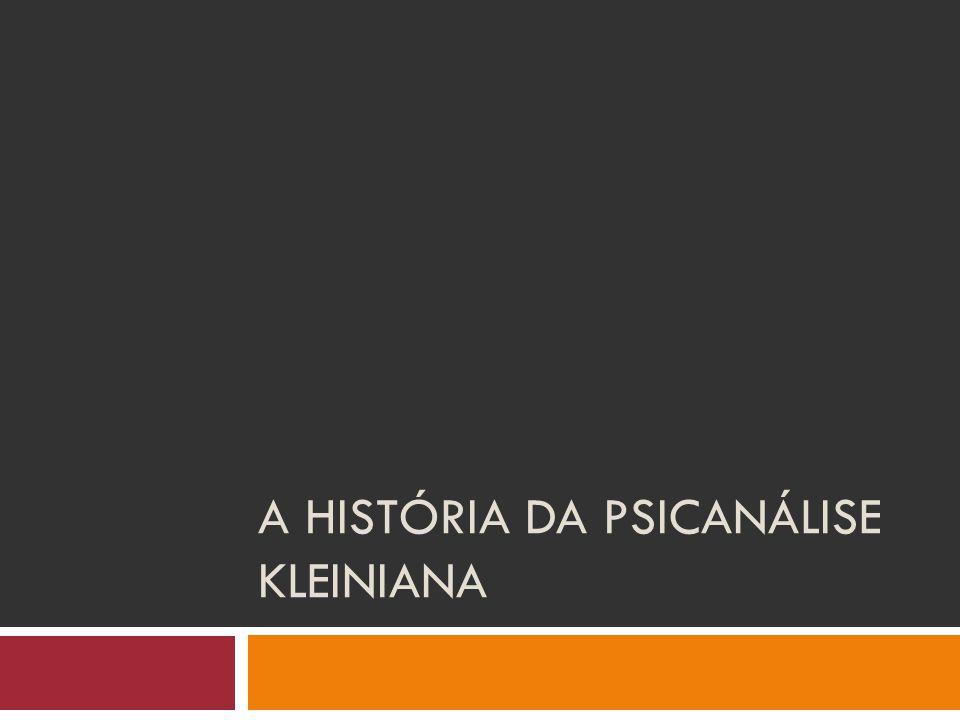 A história pessoal de Melanie Klein  Nasceu em Viena em 1882 em uma família de origem hebraica;  Lidou muito cedo em sua vida com a temática da perda: morte de dois irmãos;  Casou-se aos 21 anos com Arthur Klein com quem teve três filhos: Melitta (1904), Hans (1907) e Erich (1914);  1910: Ida para Budapeste.