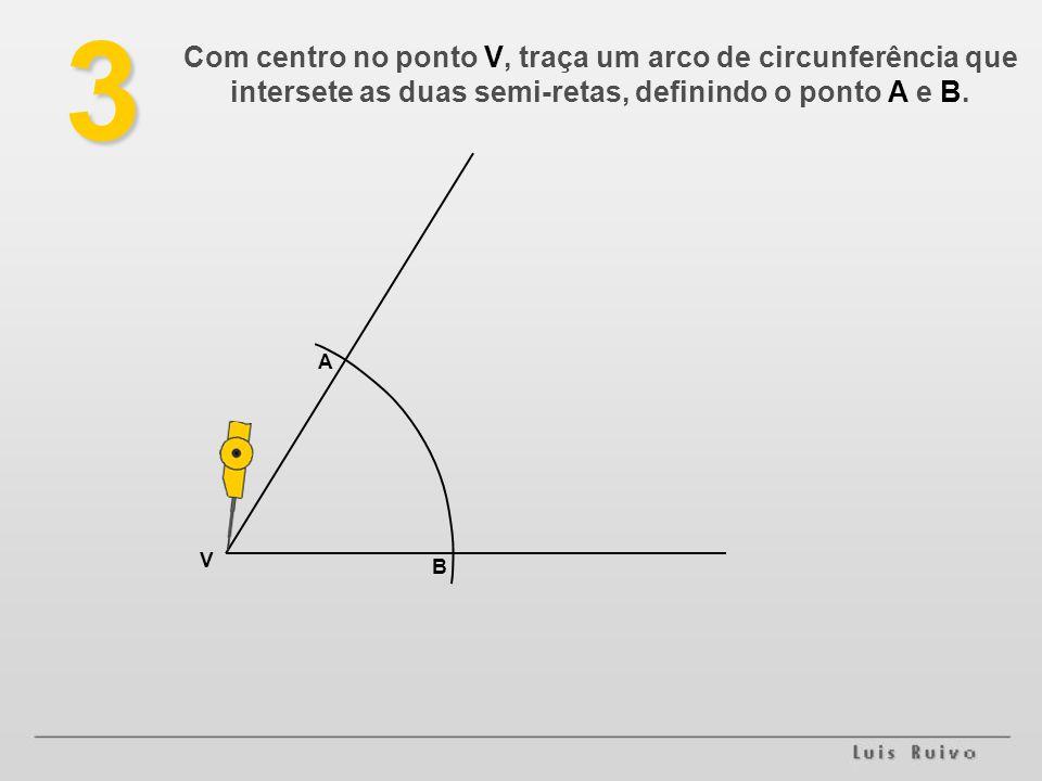 3 Com centro no ponto V, traça um arco de circunferência que intersete as duas semi-retas, definindo o ponto A e B. V B A