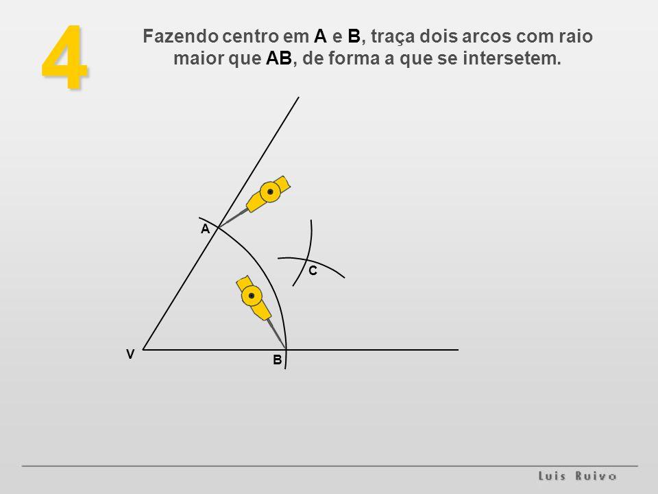 4 Fazendo centro em A e B, traça dois arcos com raio maior que AB, de forma a que se intersetem. V B A C