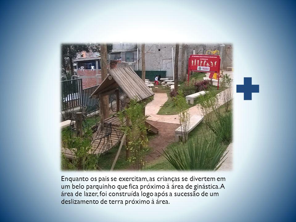 Esta área de ginástica, recentemente inaugurada na Rua Francisco Morato, possui alguns aparelhos de ginástica para as pessoas se exercitarem.