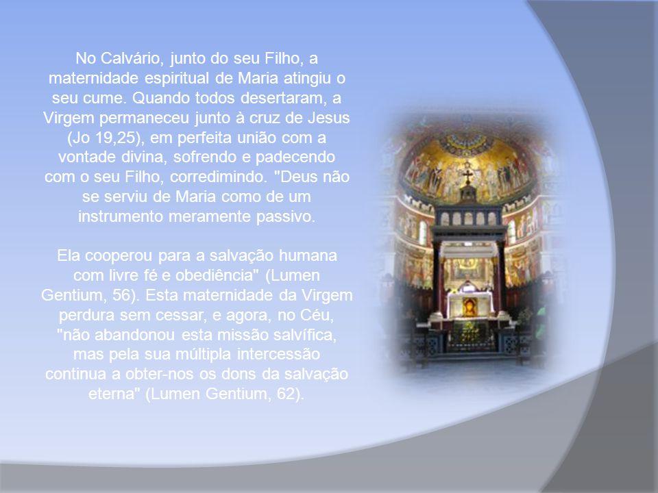 No Calvário, junto do seu Filho, a maternidade espiritual de Maria atingiu o seu cume.