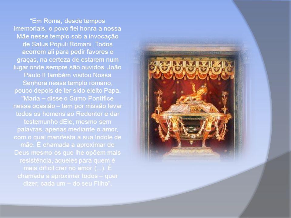 Em Roma, desde tempos imemoriais, o povo fiel honra a nossa Mãe nesse templo sob a invocação de Salus Populi Romani.